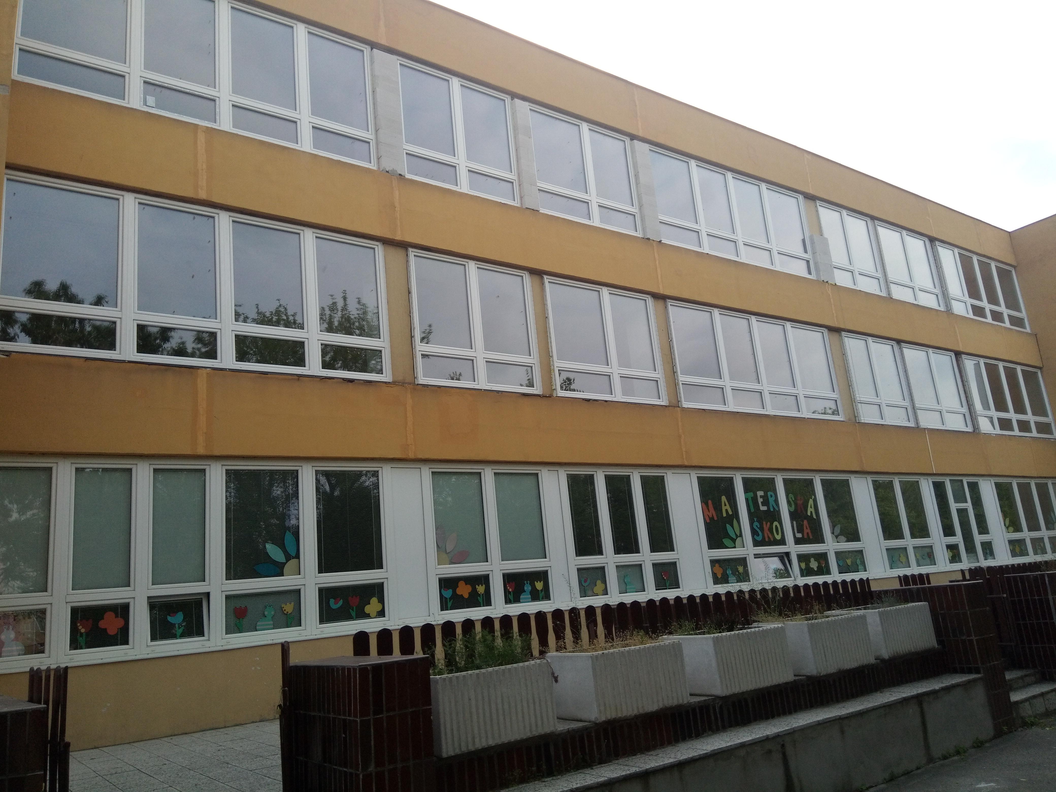 Výmena okien na bývalej ZŠ v Trnave
