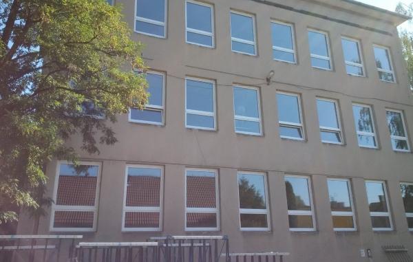 Dodávka plastových okien, zasklených stien a dverí